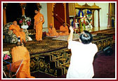 Devotees receiving Swamishri with traditional pipes