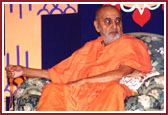 Swamishri in assembly