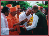 Swamishri performing a traditional vedic ceremony before entering the Mandir