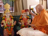 Swamishri performs pujan for murti-pratishtha