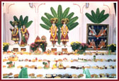 Annakut offered to the murtis