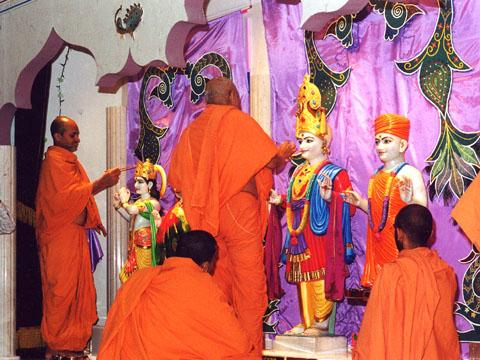 Images of Radha Krishna Dev, the Swaminarayan Guru Parampara, Shri Ganeshji and Shri Hanumanji were also installed