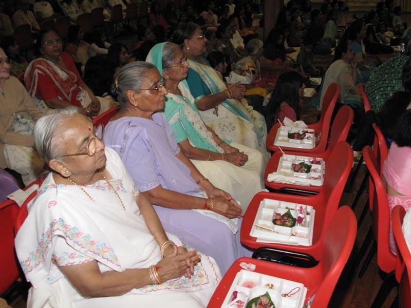 matru devo bhava pithru devo bhava Dios, los huéspedes son divinos y el maestro es divino (mathru devo bhava, pithru devo bhava, athithi devo bhava, acharya devo bhava.