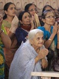 Women devotees engaged in darshan of Swamishri