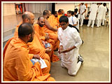 The Swaminarayan Sampraday: 1781 Kishores take blessings from Pujya Santo as they depart