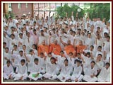 The Swaminarayan Sampraday: 1781 Kishores Group Photo Sesson