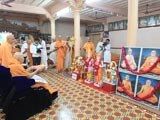 Swamishri performs pratishtha arti for new BAPS mandir at Damapura