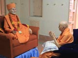 Swamishri engaged in darshan of Brahmaswarup Yogiji Maharaj