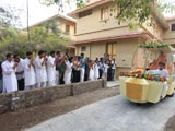 Swamishri blesses youths