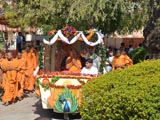 Swamishri on the way for darshan