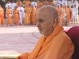Swamishri after darshan at Smruti Mandir