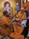 Swamishri inaugurates new audio publication for kids, 'Shishu Killol'
