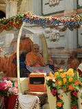 Swamishri on the way for darshan at Smruti Mandir