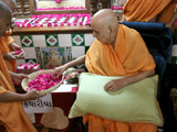 Swamishri sanctifies bricks for the new mandir at Kanthariya