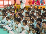 Kids engaged in darshan of Swamishri