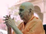 Swamishri bids Jai Swaminarayan to all