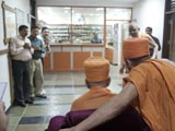 Swamishri visits various departments of the hospital
