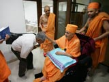 Swamishri blesses the doctors