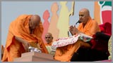 Personal notes written by all participants are offered to Swamishri