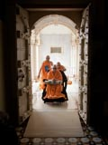 Swamishri arrives for darshan at Rangmandap