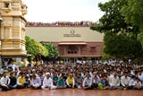 Devotees awaiting Swamishri's darshan
