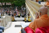 Devotees joyfully doing darshan of Swamishri