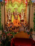 Swamishri doing darshan of Thakorji in the mandir