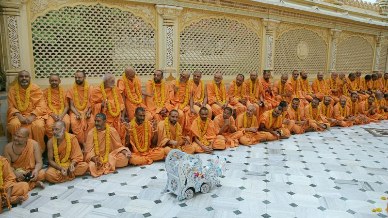 Sadhus waiting for Swamishri's darshan in the mandir pradakshina