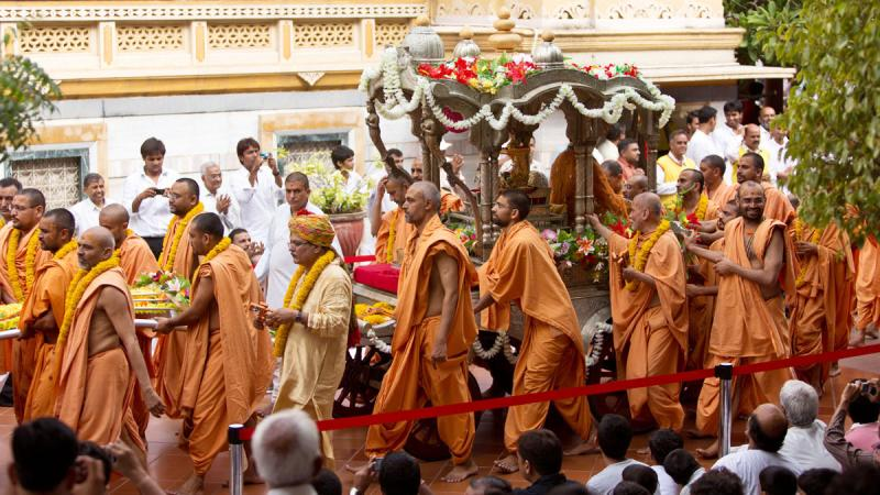 Sadhus and devotees with the rathyatra around the mandir