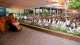 Swamishri bids Jai Swaminarayan while devotees sing kirtans accompanied by traditional musical instruments