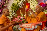 Swamishri inaugurates a new publication 'Essence of The Upanishads'
