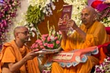 Swamishri inaugurates a new publication 'Contemplative Poems'