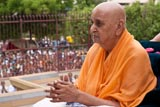 Swamishri engaged in darshan