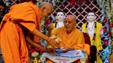 Swamishri sanctifies rice grains offered by devotees