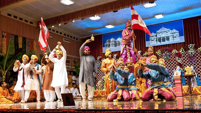 A cultural dance before Swamishri