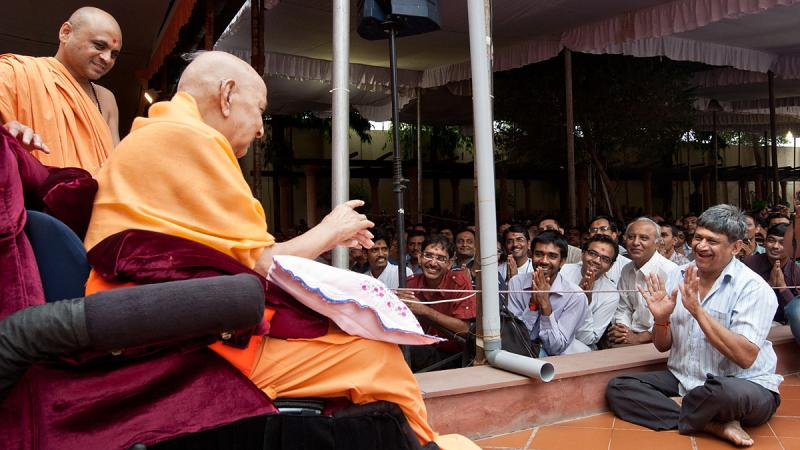 Swamishri interacts with a devotee