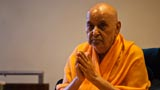 Swamishri bids Jai Swaminarayan after his morning puja