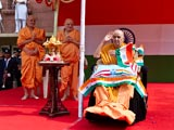Swamishri salutes during the national anthem