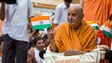 Swamishri continues to wave the Indian tricolor