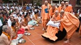 Swamishri blesses devotees gathered for special meal, 'chauryasi'