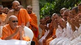Parshads doing darshan of Swamishri in the mandir pradakshina