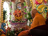 Swamishri swings Shri Ganeshji in a hindolo