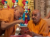 Swamishri inaugurates two new video publications 'Tirth Jyoti - Dandhavya Pradesh' and 'Tirth Jyoti - Sorath Pradesh'