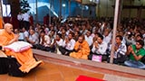 Swamishri blesses devotees from Dihen