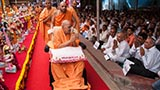 Swamishri blesses devotees from Oklahoma