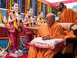 Swamishri performs pujan of the murtis of Dihen Mandir