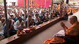 Devotees doing darshan of HH Pramukh Swami Maharaj