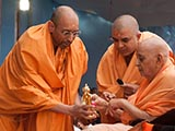 Swamishri sanctifies murtis of Shri Nilkanth Varni and Bhgawan Swaminarayan