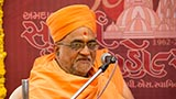 Pujya Shrihari Swami delivers a discourse