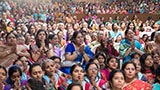 Devotees engrossed in darshan of Swamishri